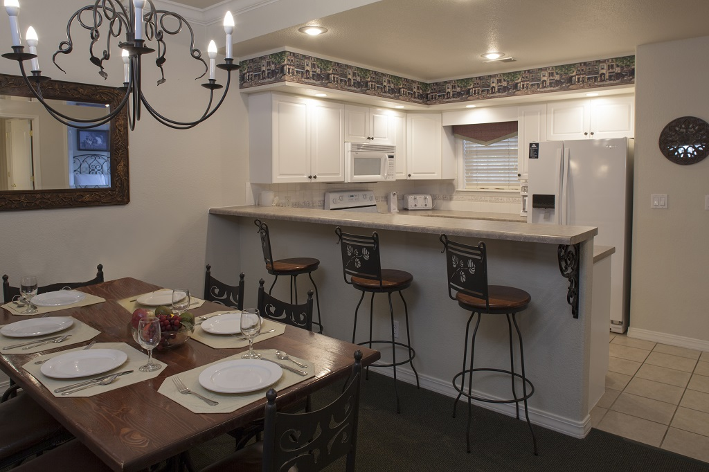 Branson French Quarter 2 Bedroom Dining Kitchen