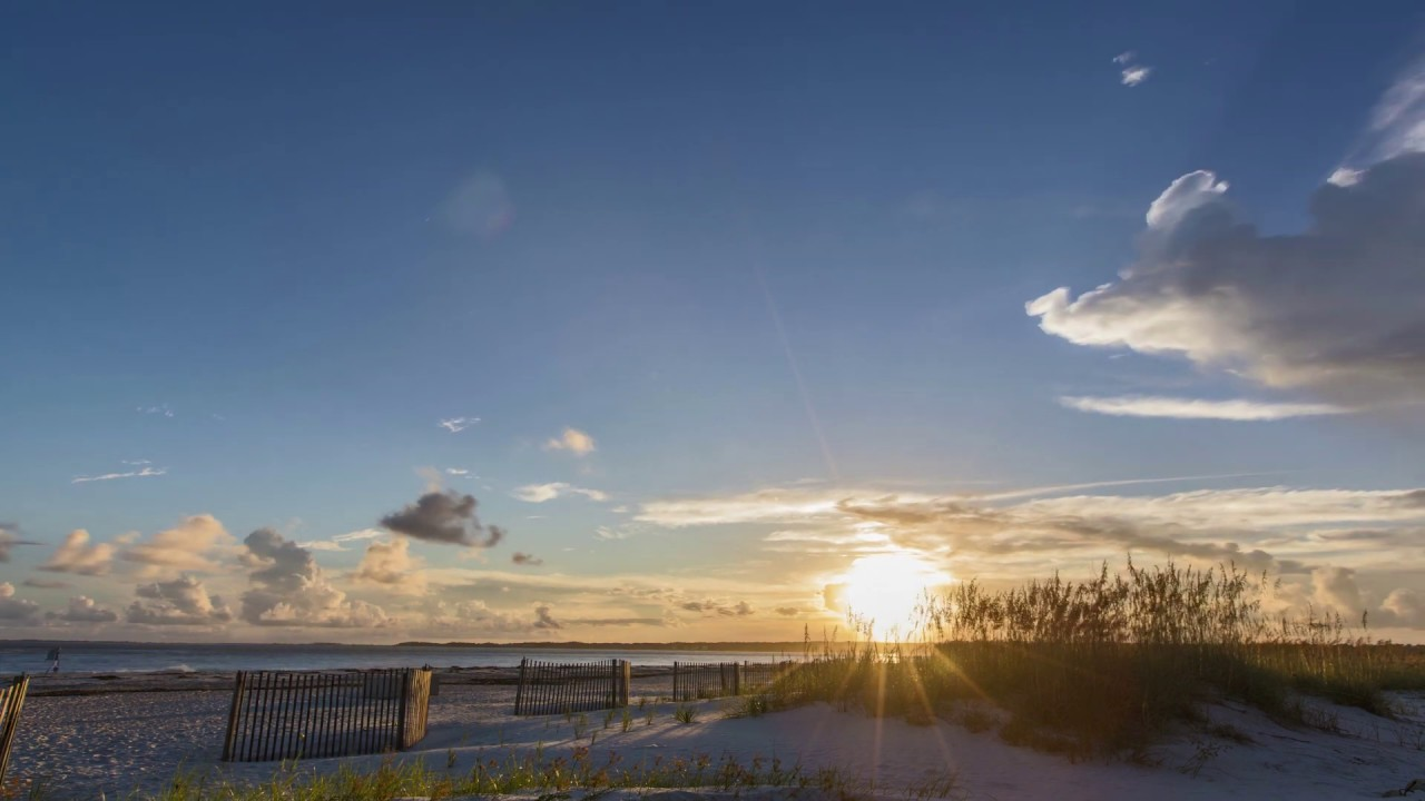 https://travelwus.com/wp-content/uploads/2019/04/hilton-head-beach-1280-720-2.jpg